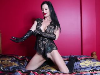 Shoe worship – Vancouver Kinky Dominatrix – Leather and Lace Elixir