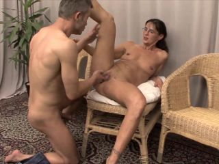 Slutty Mom fisted by young guy – Amateur