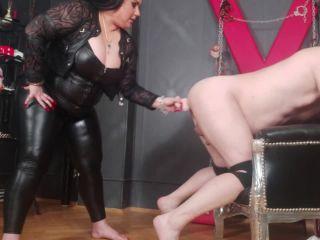 BBW Mistress AIDAA hand and foot fisting and huge strapon fucking [HD 720P] - Screenshot 6