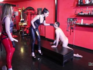 Anal Masturbation – Mistress Iside – DOUBLE STRAP-ON PENETRATION