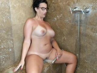 ManyVids presents CordieKing – Solo Cum ShowerHead
