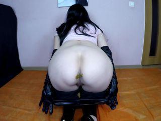 Janet - Shitting In Black Tight Leggins [FullHD 1080P] - Screenshot 5