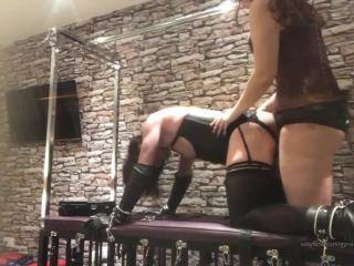 Goddess Serena - Fucking Roxy nice and deep on all fours [HD 720P] - Screenshot 2