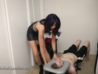 Porn online TheRealQueendom – The Executrixx Files: Smothered Out by RavenRae