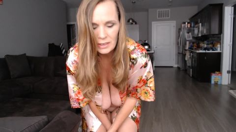 Kimi The Milf Mommy - Selling Candy to the MILF next door [FullHD 1080P]