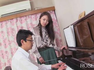 Eto Mayuko - Continuous ejaculation Eto Mayuko in fingering the pianis