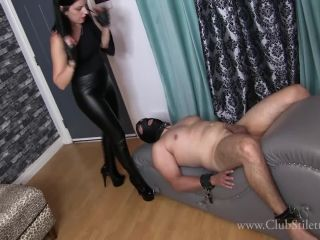 ClubStiletto – Lady Bellatrix – Her Spit, Her ass, Her Farts – Facesitting – Farting, High Heels