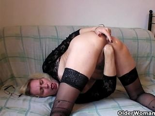 Perverted mommy pushes her fist up her old wet cunt
