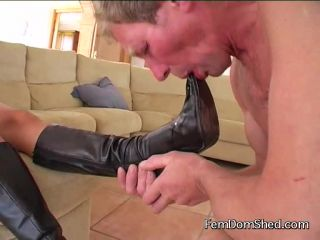 Bratty Princess Im gona fuck your mouth with my boots as you clean the ...