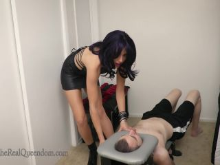 Bubble Butt – The Queendom – The Executrix Files: Smothered Out by RavenRae