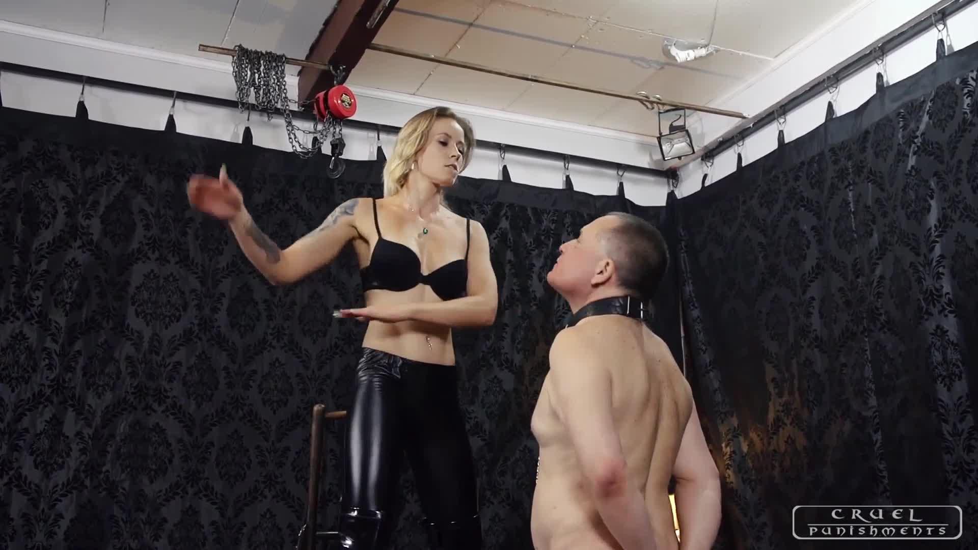 Lesbian Mistress Face Fuck