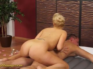 Sexy round ass babe carla cox gives a real slippery hardcore n massage