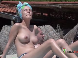 Strand Titties