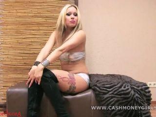 CashMoneyGirls – Sue S. – Gib sexy Sue dein Geld