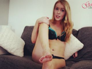 Online tube Goddess Valentina Rose - Divorce your wife for my feet - Instructions