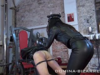 Pain – Domina-Bizarre – Strenge Ledersession – Teil 2 – Lady Mephista