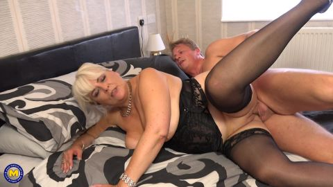 Christina - Curvy mature Christina loves having her special sexdates (1080p)