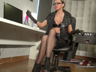 GloveMansion – Tina Kay – Gloved Boss Lady Seduces Delivery Guy – Femdom handjob