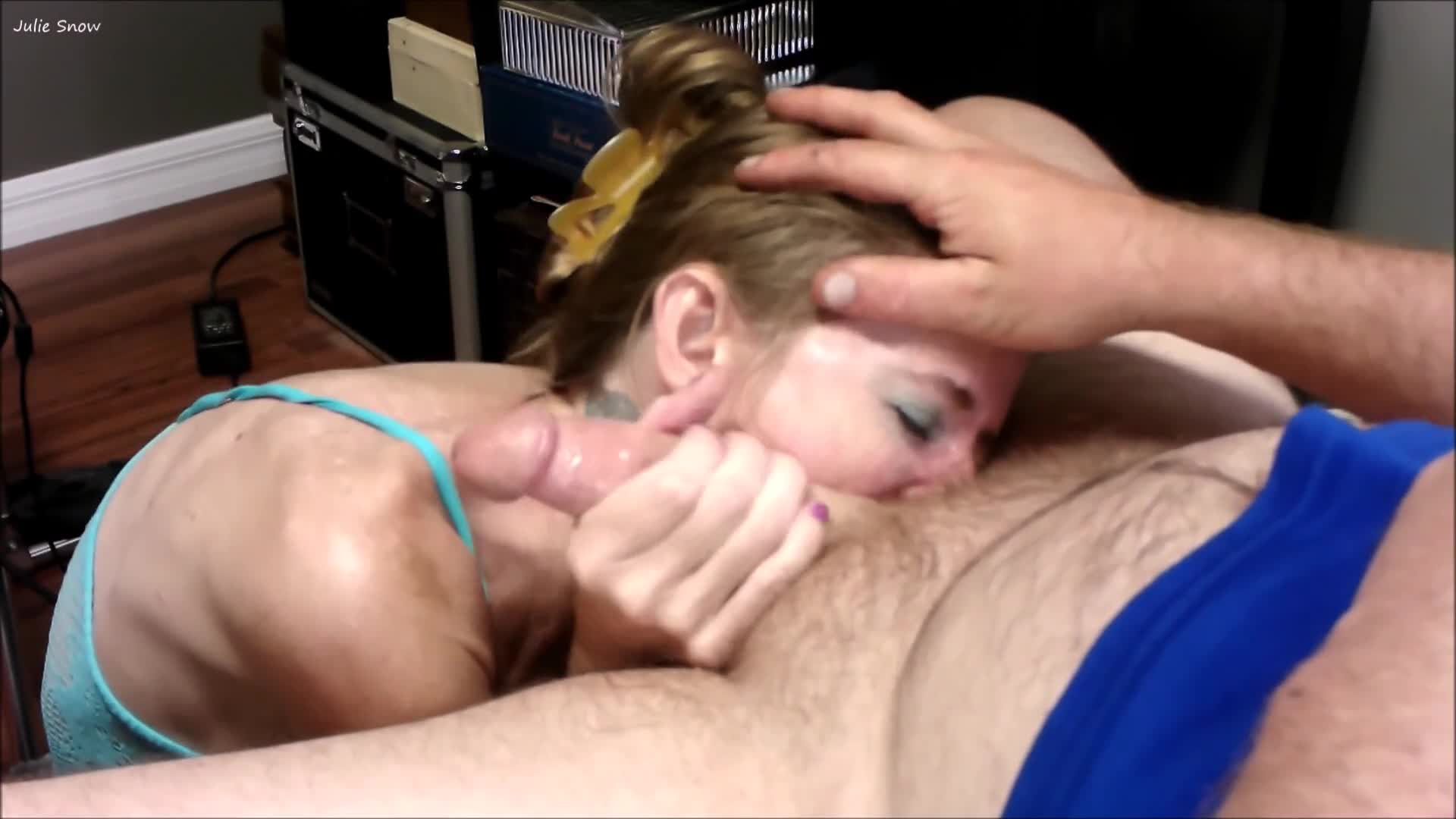 She Sucking Dick The Bed
