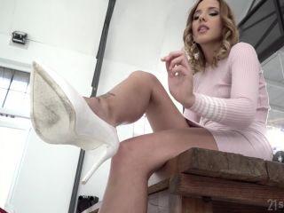 Footsie Babes - Poppy Pleasure Experiencing Foot Fetish