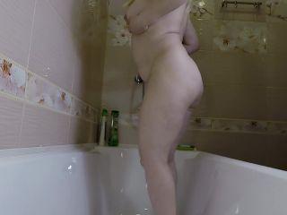 Mistress Annalise - Some Pee and Poo in Bath Tube [FullHD 1080P] - Screenshot 2