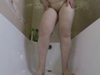 Mistress Annalise - Some Pee and Poo in Bath Tube [FullHD 1080P] - Screenshot 4