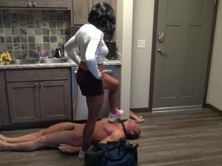 Workout – Goddess Zephy – PUSSY, FEET and HUMILIATION