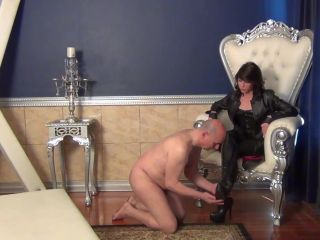 Foot Licking – The Wolfe Sole Experience – Goddess Wolfe Needs Worshipping
