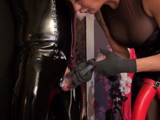 Kinky Mistresses – Amira´s Slave at the Cross – Part 3