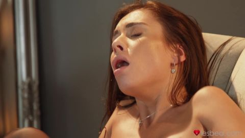 Lady Bug, Sabrisse - Czech girlfriends tease and please (1080p)