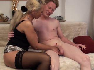 Jenny Vom Stiefshn mit dem Riesenpimmel den Arsch durchgefickt
