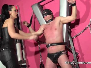 Online femdom video QUEENS OF KINK - Fetish Liza - Mistress Scratching Pole