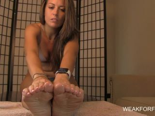 Toes – Victoria's Soft and Oily Soles