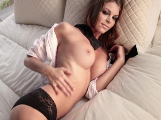 amber-sym-bow-tie-beauty-nude