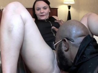 Stretching that white pussy and filling her in
