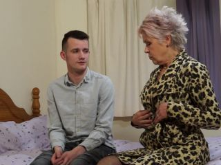 British mature slut Lady Sextasy doing her toyboy SD