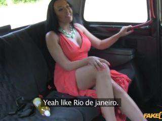 Curvy Ebony Beauty Gets Her Pussy Fucked By Cabbie