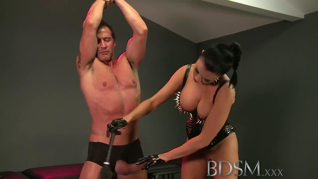 Black Mistress Pissing Slave