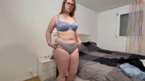 Lina_Love - OMG - Mein erstes mal komplett nackt vor der Kamera [FullHD 1080P]