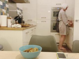 Laceyloumartin1 - A poopy pee breakfast [FullHD 1080P] - Screenshot 1