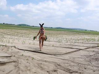 Janavolkova Horny Bunny And Her Carrots