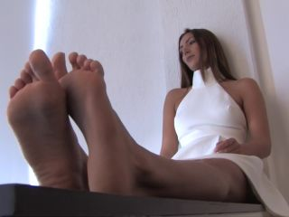 Toes fetish – Noemis World – Tall girl with big wide soles