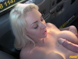 Victoria Summers - Blonde MILF banged in a Taxi (21.01.2018)