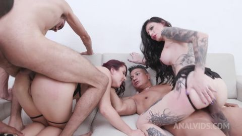 Cris Bathory, Mary Redqueen - Cris Bathory&Mary RedQueenfisting each other with prolapse licking and fucking 3on2 with DP and DAP YE104 [HD 720P]