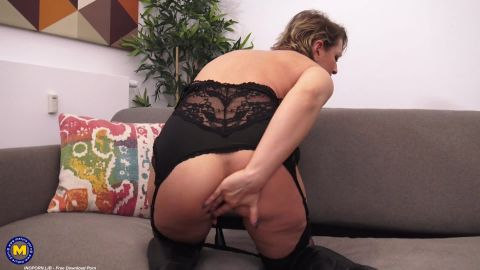 Cali - Naughty mom Cali is going all the way in front of a webcam (1080p)