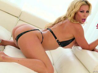 Deep-Throat MILF's 8-Cock Blow Bang  2017-01-04