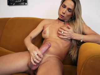 Sexy and petite Bianca Hills is ready to show off her hot body