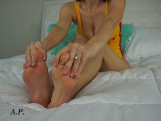 Miss Alexa Pearl – Make You Cum JOI Foot Worship