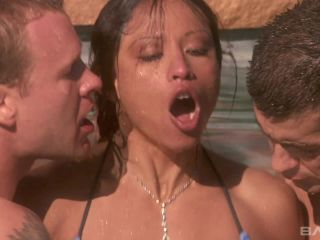 Jayna Oso Enjoys A Poolside Double Penetration And We Bring You In Close