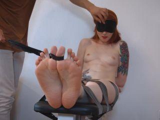 Ticklish girl – Russian Fetish – Tickling Zoya's sensitive feet